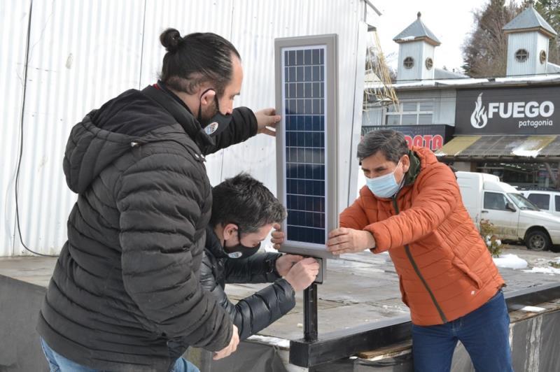 Energía renovable: Ushuaia tiene sus dos primeras farolas solares