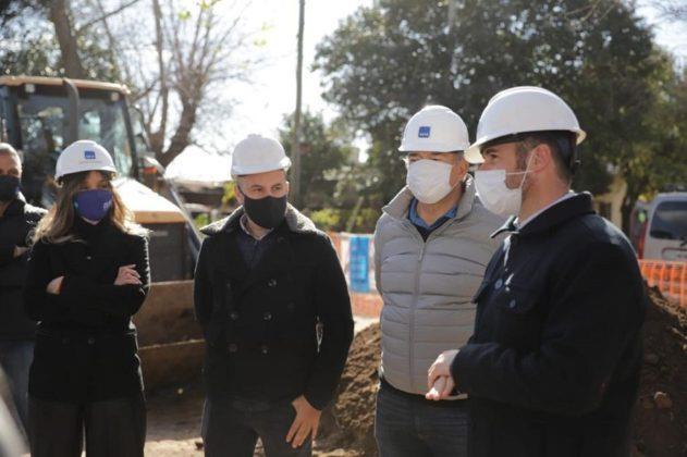 Malena Galmarini y Federico Achával recorrieron la obra que llevará agua potable a 6 mil habitantes del Barrio Monterrey, partido de Pilar